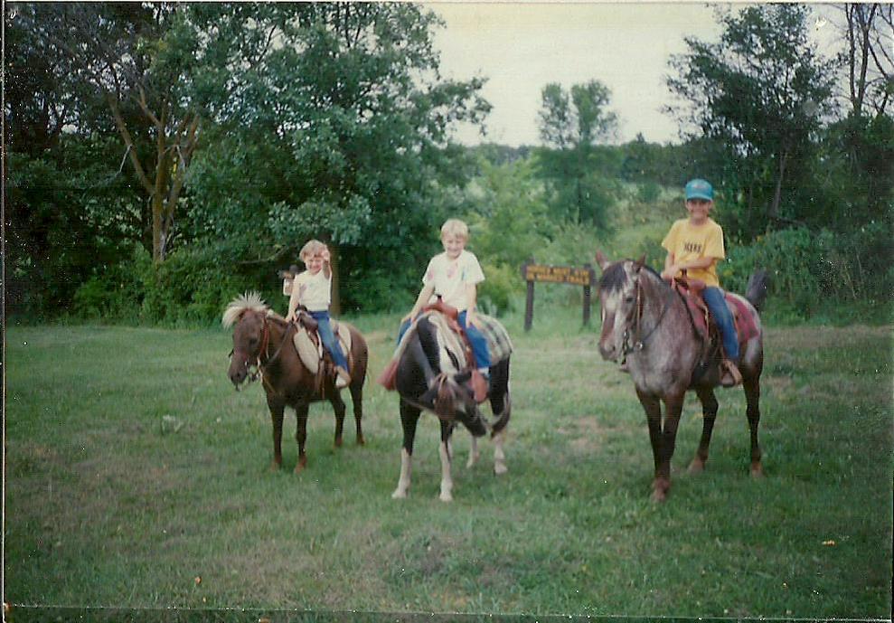 Kids on ponies